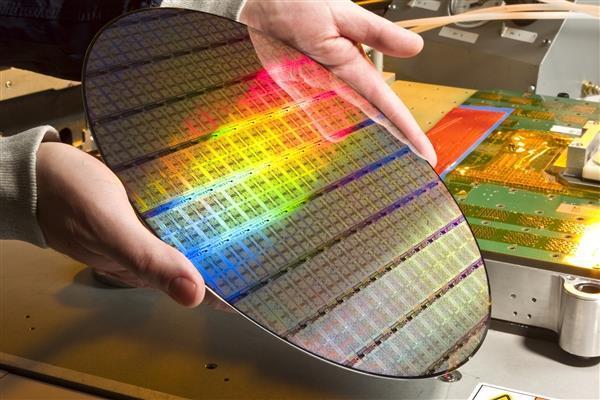 一粒米上刻10亿字,国产闪存用上国产半导体装备