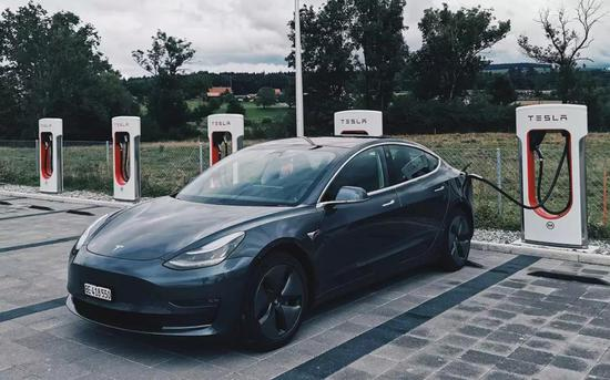 汽车滑铁卢?1月新能源车销量同比大跌逾50%