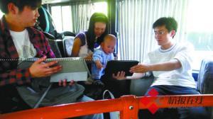 """杭州公交车上""""蹭""""4G网络 智能终端大比拼"""