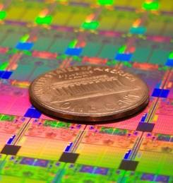 英特尔购入芯片设备供应商 ASML 15% 股份,要让制造设备提一提速