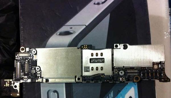 疑似下一代 iPhone 主板现身,新天线暗示将支持 4G 网络?