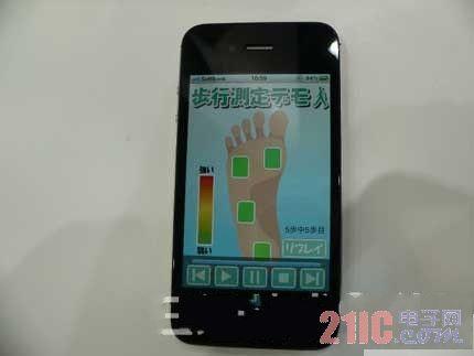 """村田展示鞋底安装压力传感器的""""步行测量系统"""""""