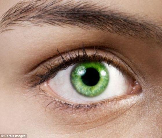 美国外科医生发现永久改变人眼颜色方法