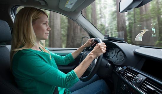 车载抬头显示系统引争议 褒贬不一