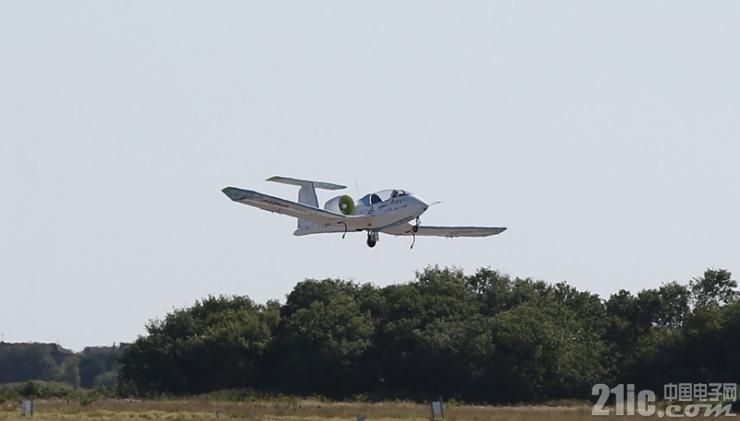 全球首次!全电动飞机飞越英吉利海峡