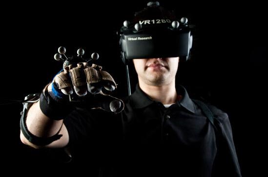虚拟现实设备销量明年有望腾飞