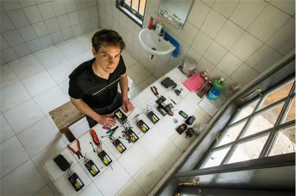 """你扔掉的旧手机 其实可以""""拯救地球"""""""