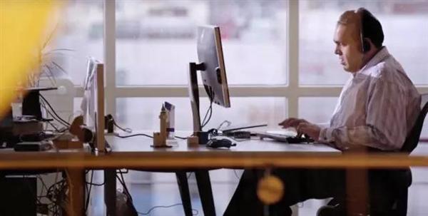 """微软大会""""沸点""""!盲人程序员发明""""看得见""""眼镜"""