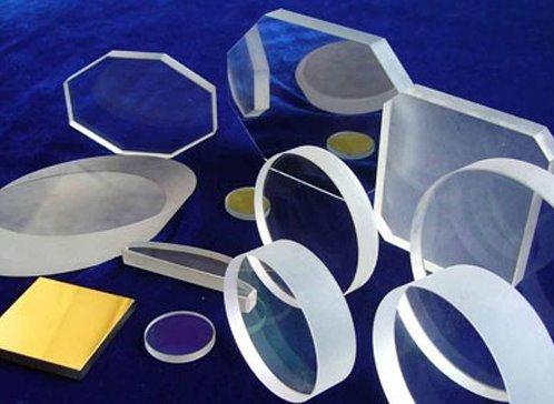 科学家发明新型玻璃:透明/模糊可秒切!
