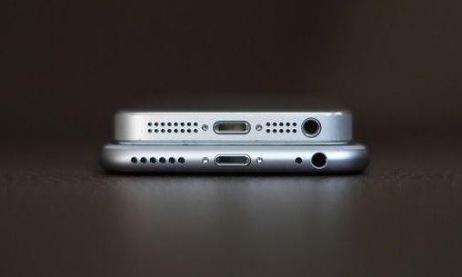 iPhone7取消了耳机接口,果粉们往哪插?