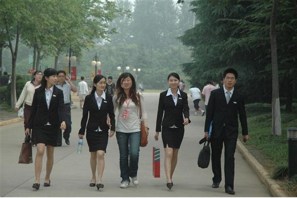 """20余省""""发红包""""鼓励大学生休学创业:保留学籍最长8年"""