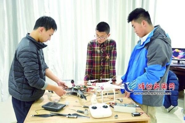 山东17岁高中生造无人机:开发全球首个超声波自动避障