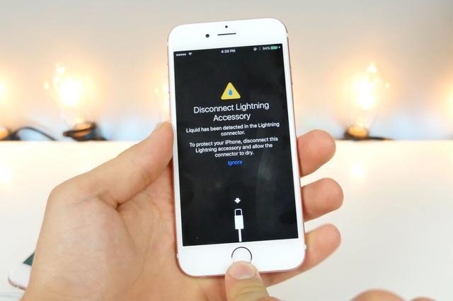 iOS 10可防水?Lightning接口进水会提醒