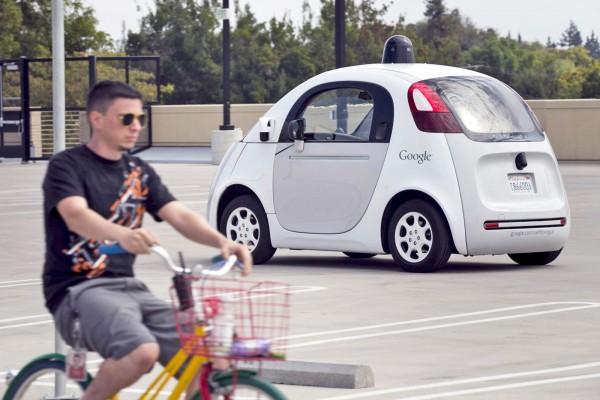 谷歌无人驾驶汽车再升级 可读懂人类手势信号