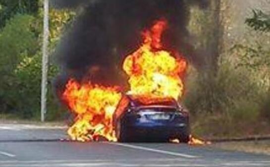 特斯拉试驾自燃,但用户却感到非常满意