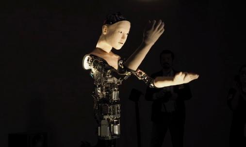 """日本最新机器人嵌入神经网络 可按""""自己""""意愿做动作"""