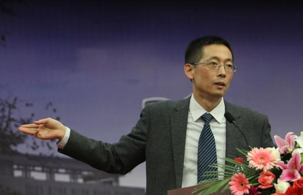 清华副校长:网络扭曲价值遭热捧 青少年成长堪忧