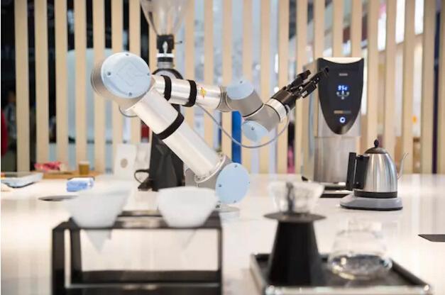 机器人给你做咖啡和冰淇淋,你想去尝尝吗?