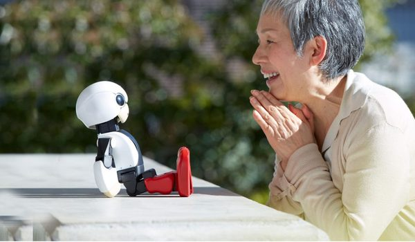 "Kirobo Mini:TOYOTA 发明""机械宝宝"""