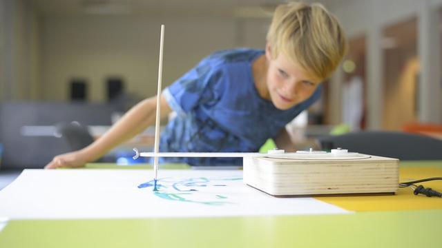 创意无穷:会画画会编程的机器人