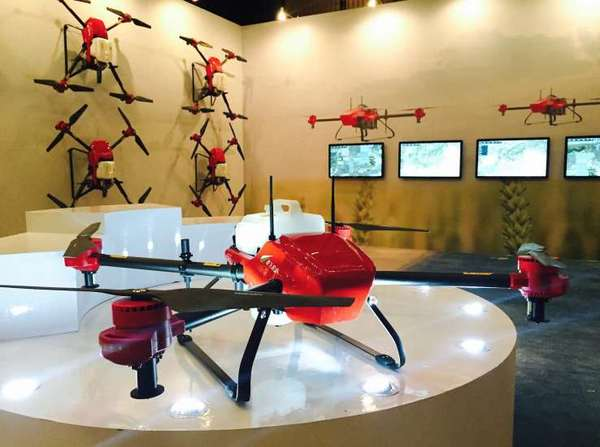 为无人机在农田护航,极飞发布无人机植保系统