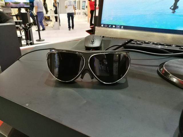 你以为VR都是头盔?这些眼镜和背包更抢眼