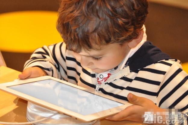 儿童应不应该接触屏幕?美国儿科学会给出了一些建议
