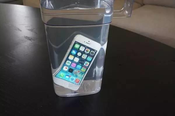 有了它 手机进水也不怕了! 7分钟就能自我修复