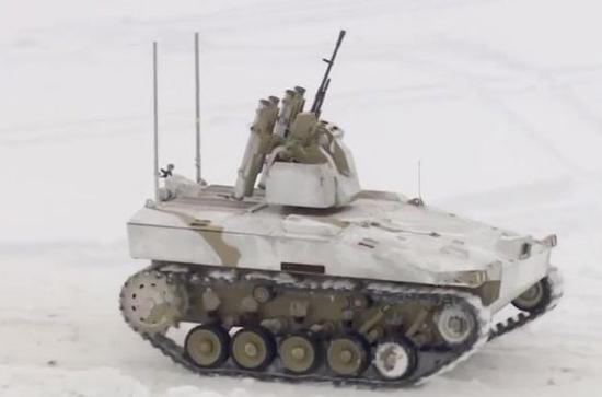 俄测试无人坦克:5公里外远程操控 自主打击目标
