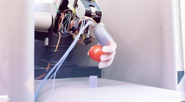 阿尔法狗智商逆天,可为何机器人地上捡东西如此难?