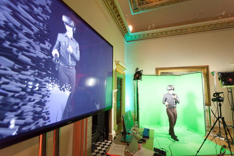 Virtually Real:一场融合了虚拟与现实的艺术展