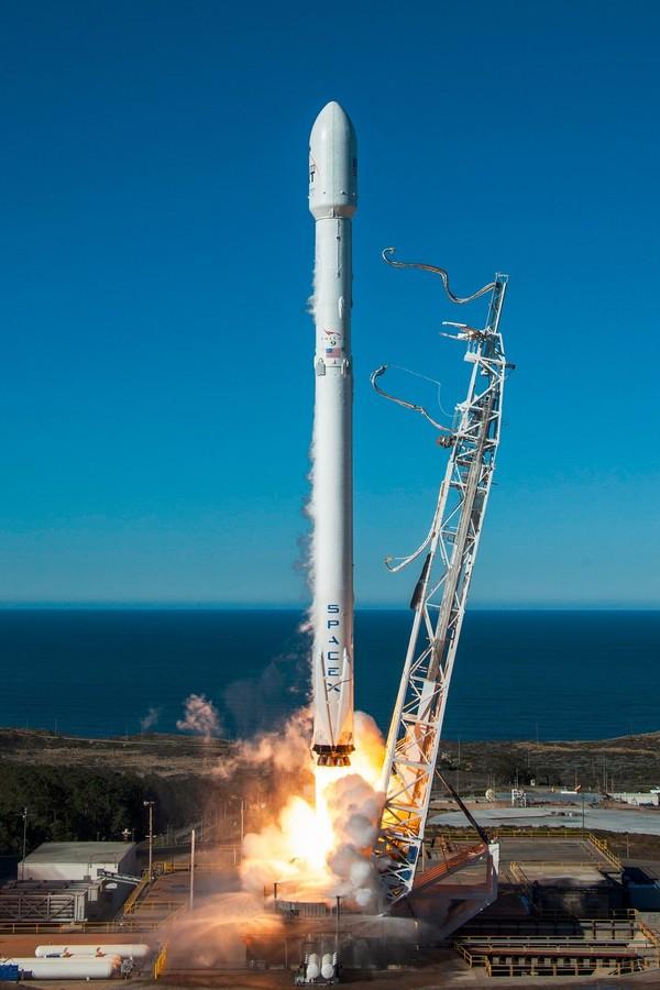 猎鹰9号一箭十星 一级火箭海上成功回收全过程