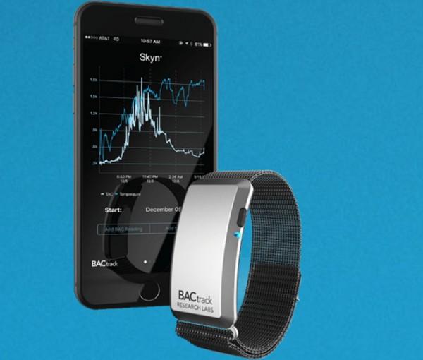 BACtrack公布内建酒精含量监控的Apple Watch表带