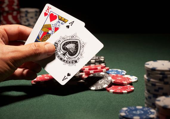 刚颠覆了围棋,人工智能又要攻陷德州扑克