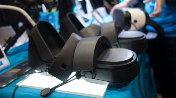这个脑洞挺大!穿上这双VR鞋让你在虚拟世界中漫步