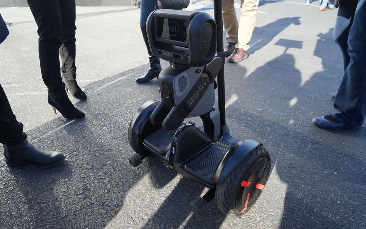 自动停车助手,这应该是今年 CES 最出彩的机器人