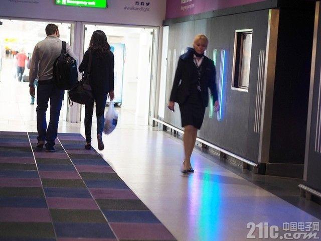 走路就能发电,国外惊现智能照明系统