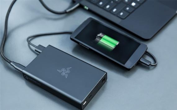Razer推高逼格充电宝:能给笔记本用