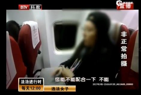 """为什么国内航班开""""飞行模式""""也不行?女子坐飞机因不关机被拘!"""