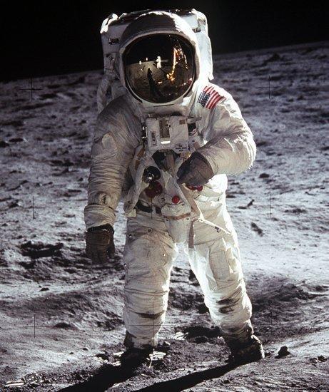 """人类重返月球?特朗普或重启""""星座计划"""""""