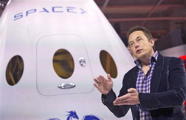 SpaceX:首个月球旅行团即将出发!