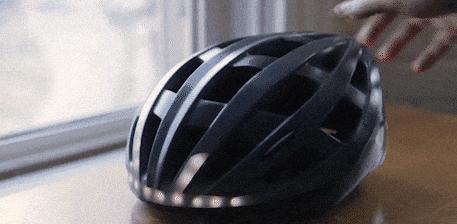 """这个厉害了!头盔也能说出""""刹车请注意""""!"""