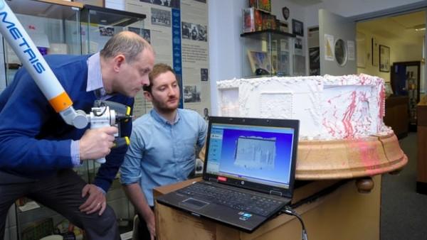 科学家利用3D扫描技术复制英国女王结婚蛋糕