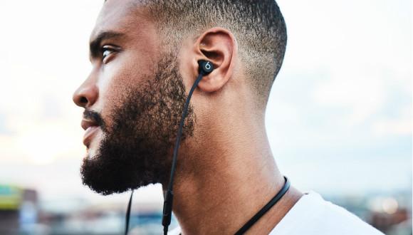 苹果推出了第四款内置W1芯片的BeatsX耳机 比你想象的更轻便