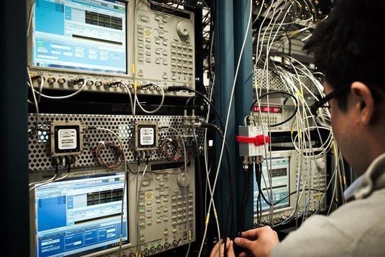 IBM公布50量子位计算机Q 干趴所有传统电脑