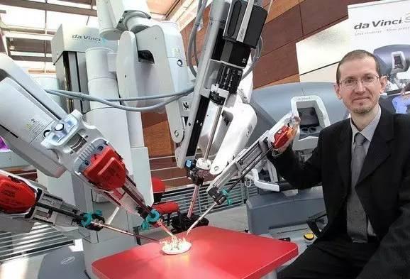 成都80后博士研发微创手术机器人系统,人工智能医学中国造