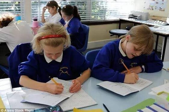 英国学生史无前例使用中国数学教材!