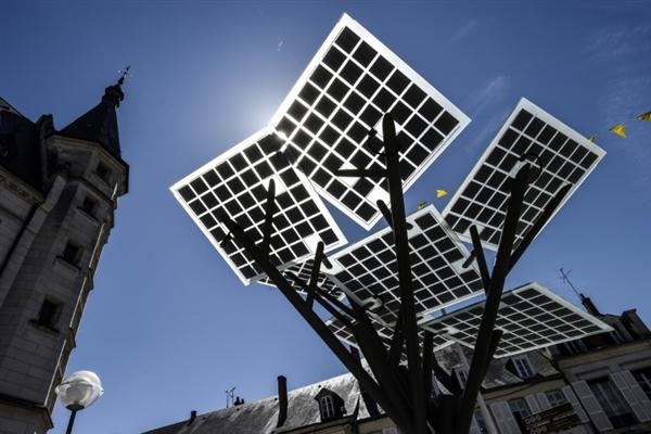 """欧洲种下第一棵""""电子树"""" 功能超强大"""
