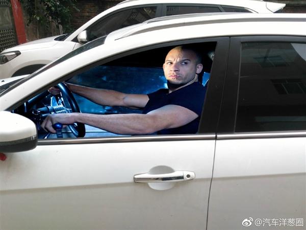 最近很火的汽车玻璃车贴,达康书记也来凑热闹