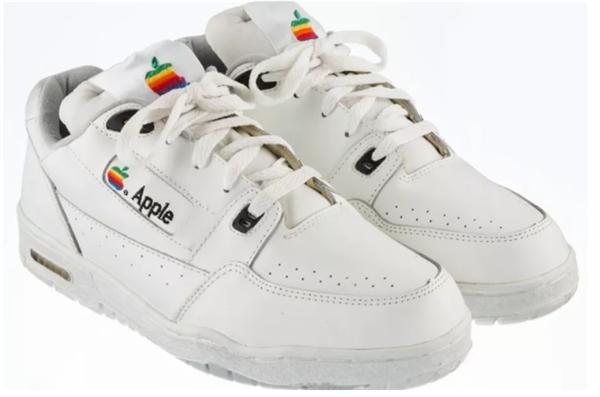 20万人民币!苹果运动鞋带回家!